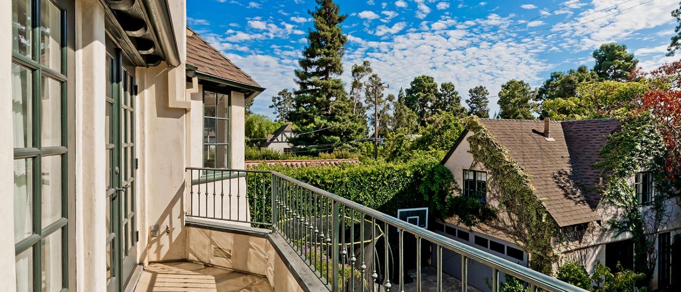 Santa Monica, North of Montana, Real Estate